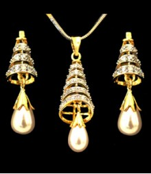 The Pearl Drop AD Pendant Set (with Chain) FSNV21